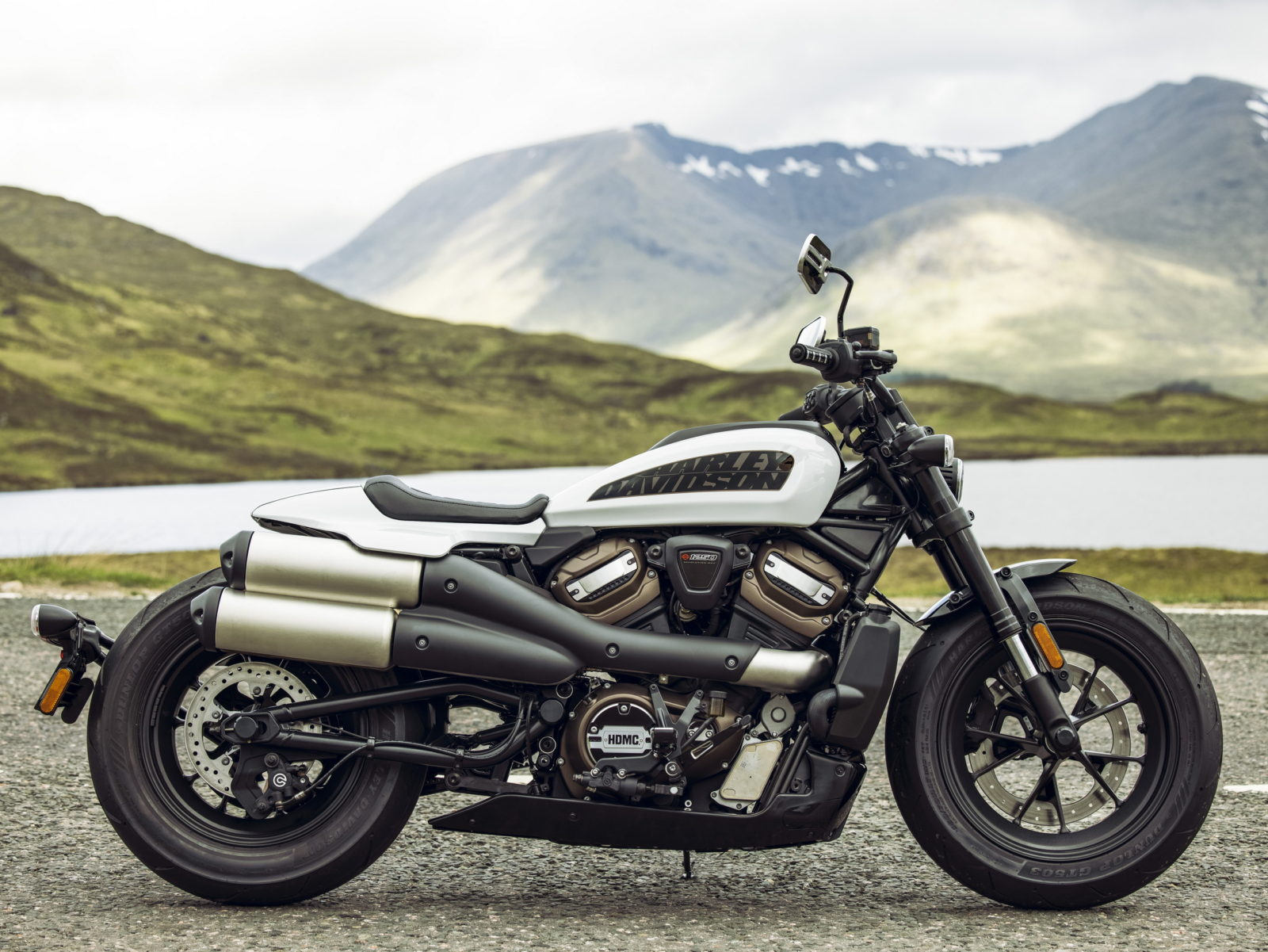 2021-harley-davidson-sportster-s-boldly-goes-beyond-all-expectations