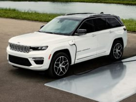 """jeep-to-be-hybrid-and-electric-vehicle-""""leader,-not-follower""""-in-australia,-says-company-boss"""
