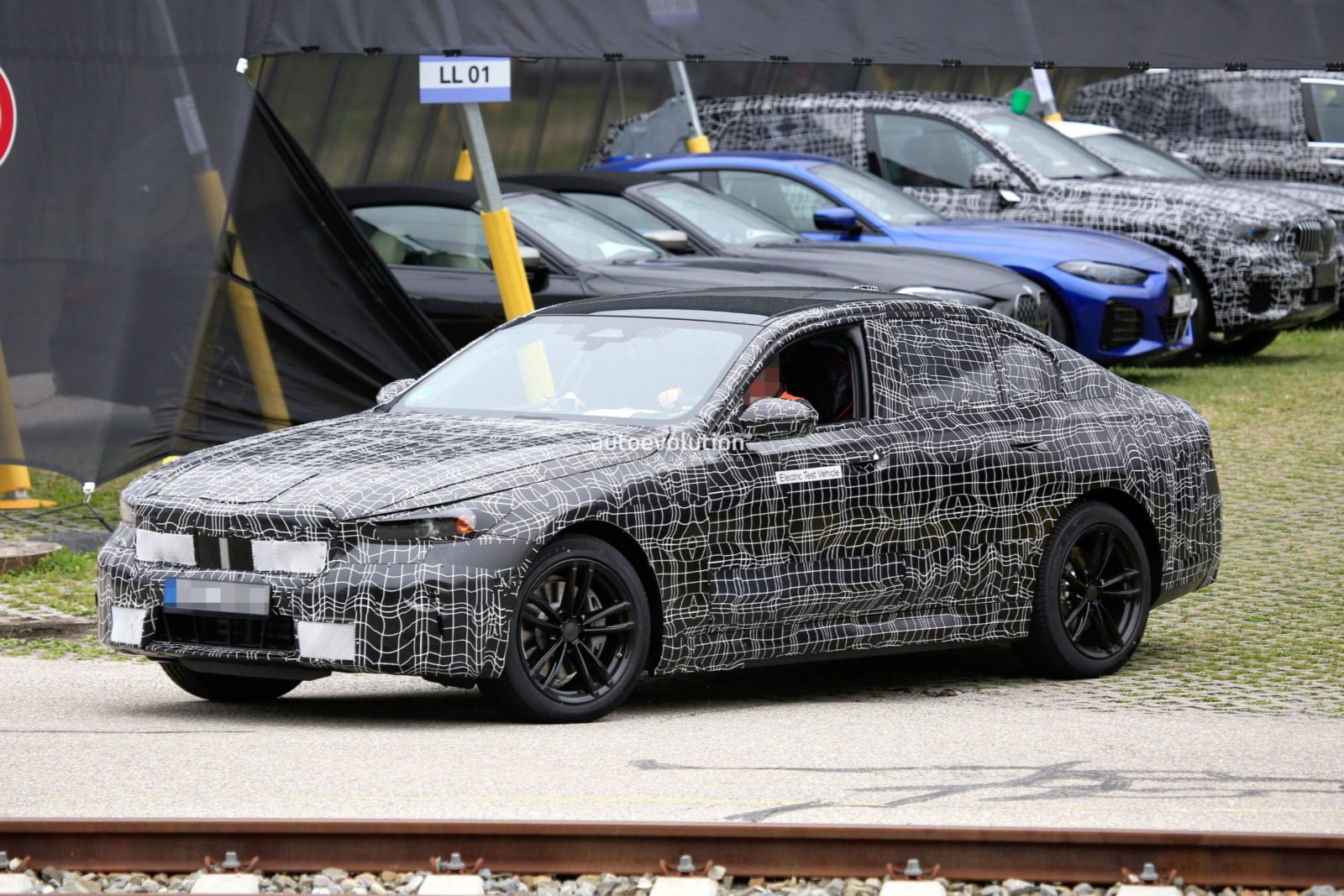 upcoming-bmw-i5-spied-with-michelin-primacy-low-resistance-tires
