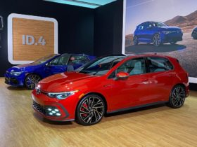 2022-volkswagen-golf-gti-and-golf-r-debut-at-chicago-motor-show