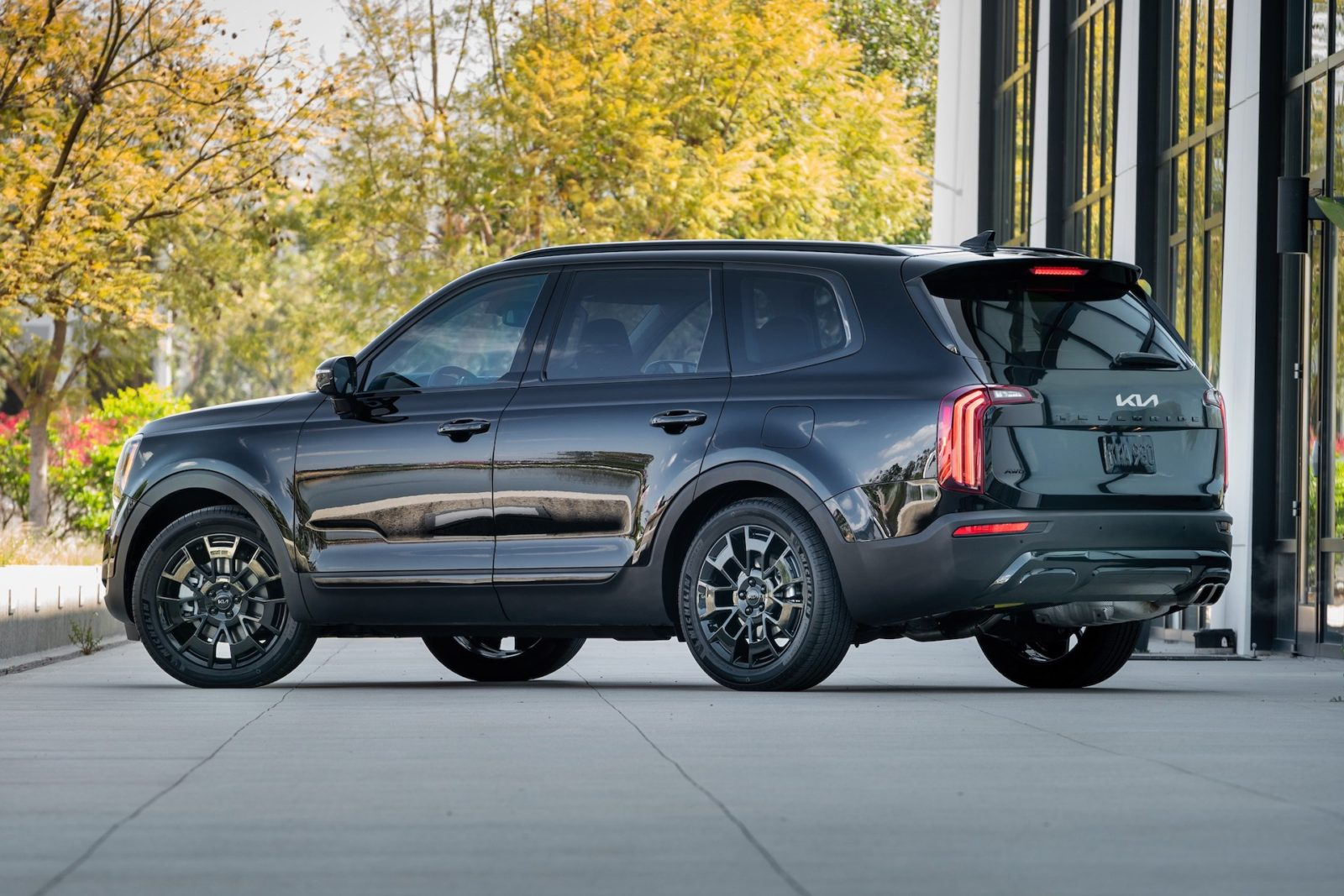 telluride-vs.-explorer,-$3m-koenigsegg-sells-out,-jeep-plans-ev-lineup:-what's-new-@-the-car-connection