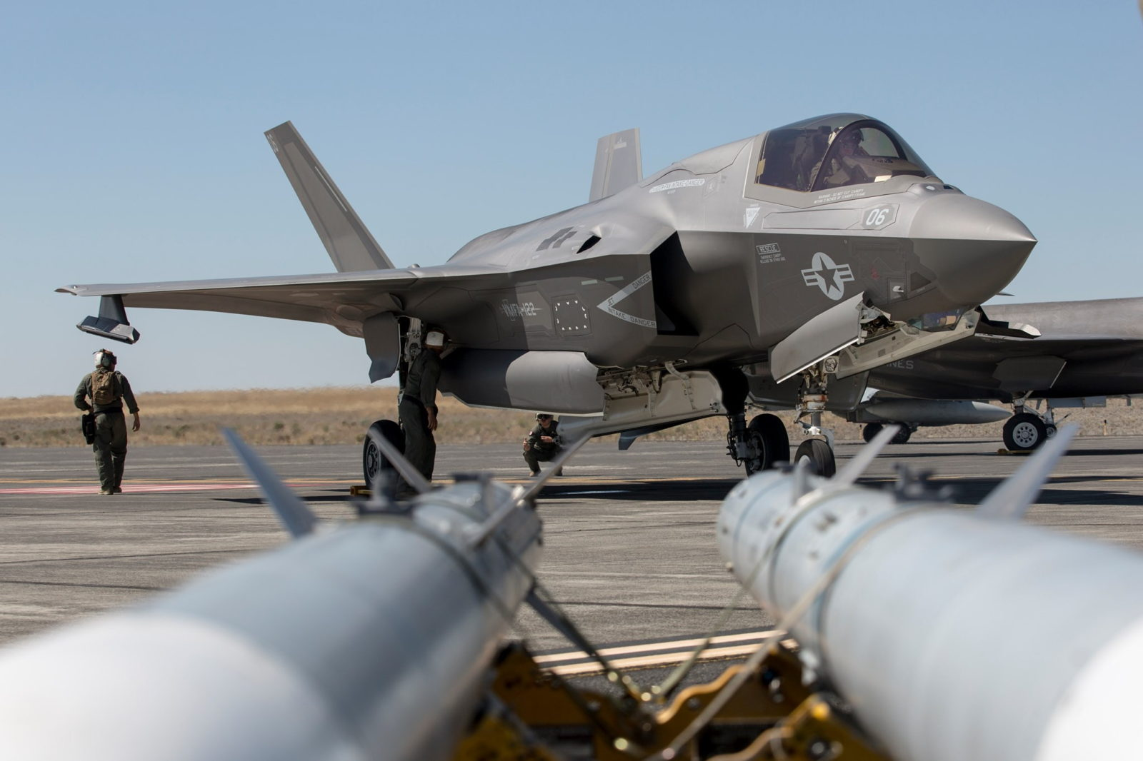 """all-conquering-f-35-lightning-shows-the-world-it's-ready-to-""""fix,-fly-and-fight"""""""