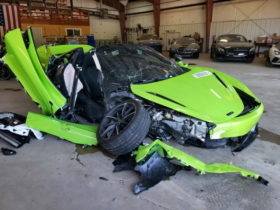 this-green-pile-of-junk-used-to-be-a-fine-mclaren-720s,-until-it-got-crashed