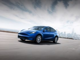 tesla-fsd-subscriptions-roll-out-at-$99-or-$199-per-month