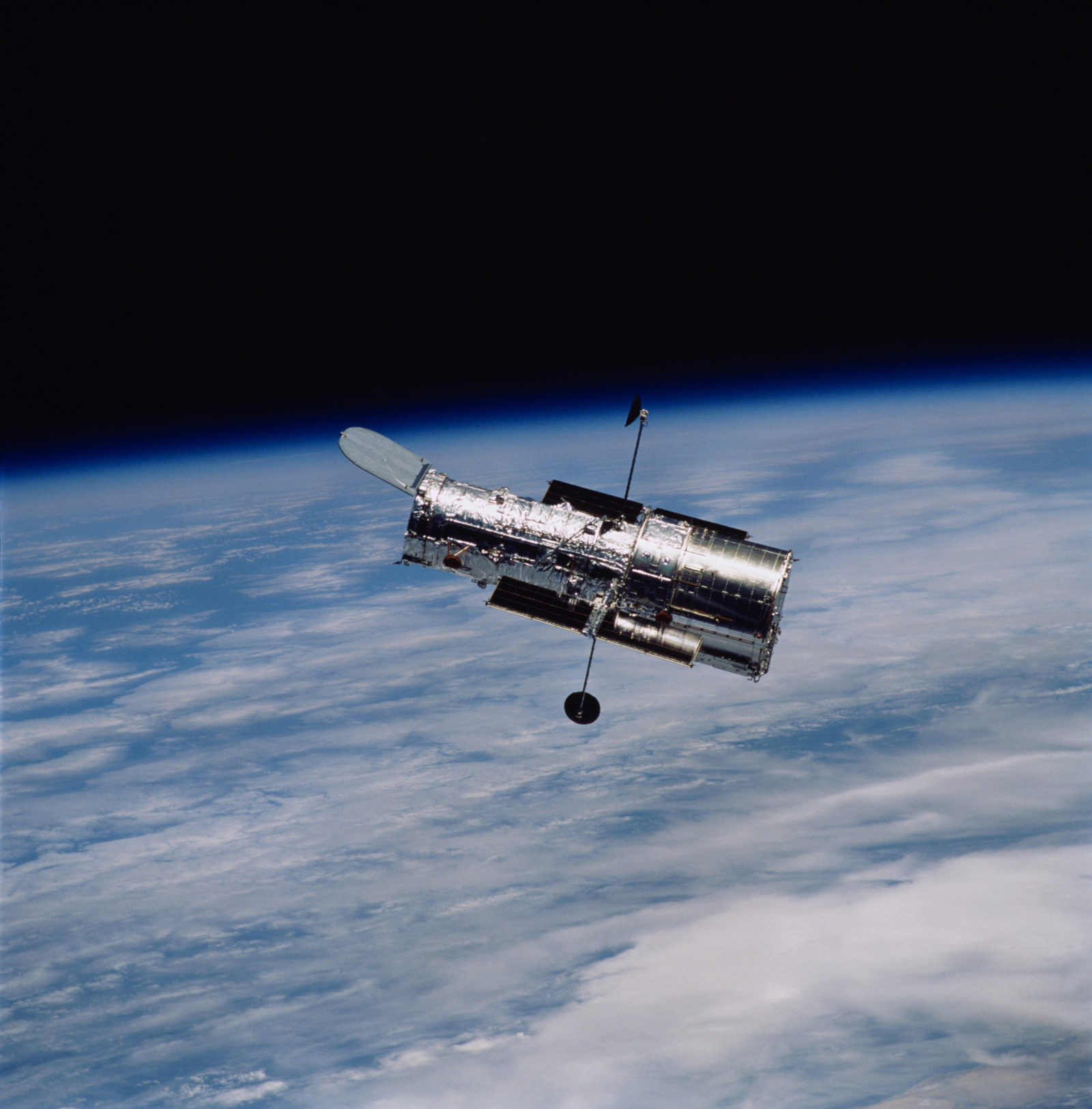 after-a-month-of-no-science,-nasa-brings-back-to-life-the-hubble-space-telescope