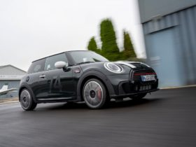 new-mini-anniversary-celebrates-60-years-of-cooper-with-new-edition