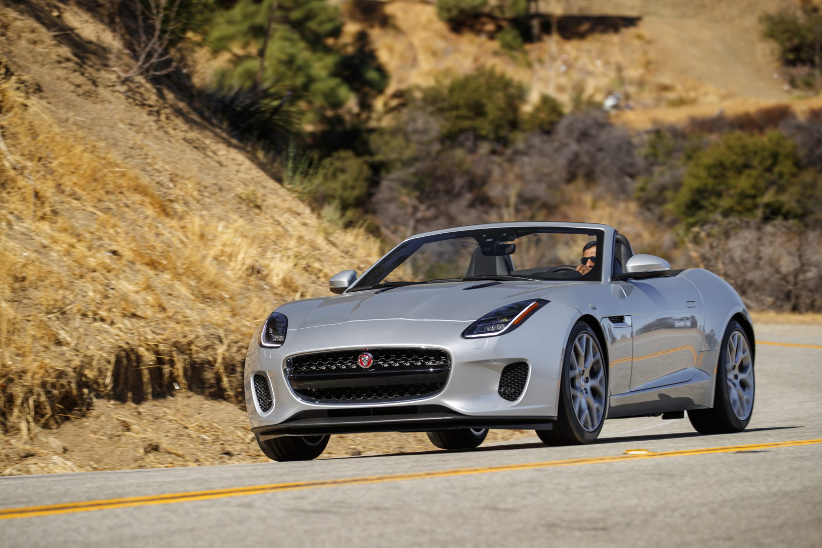 jaguar-recalls-one-f-type-in-the-us-for-airbag-issues,-is-it-yours?
