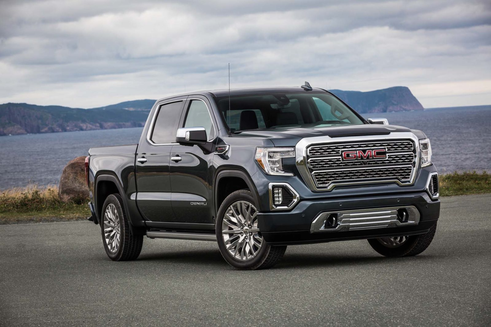 gmc-to-sell-full-size-electric-pickup-truck-alongside-hummer-ev