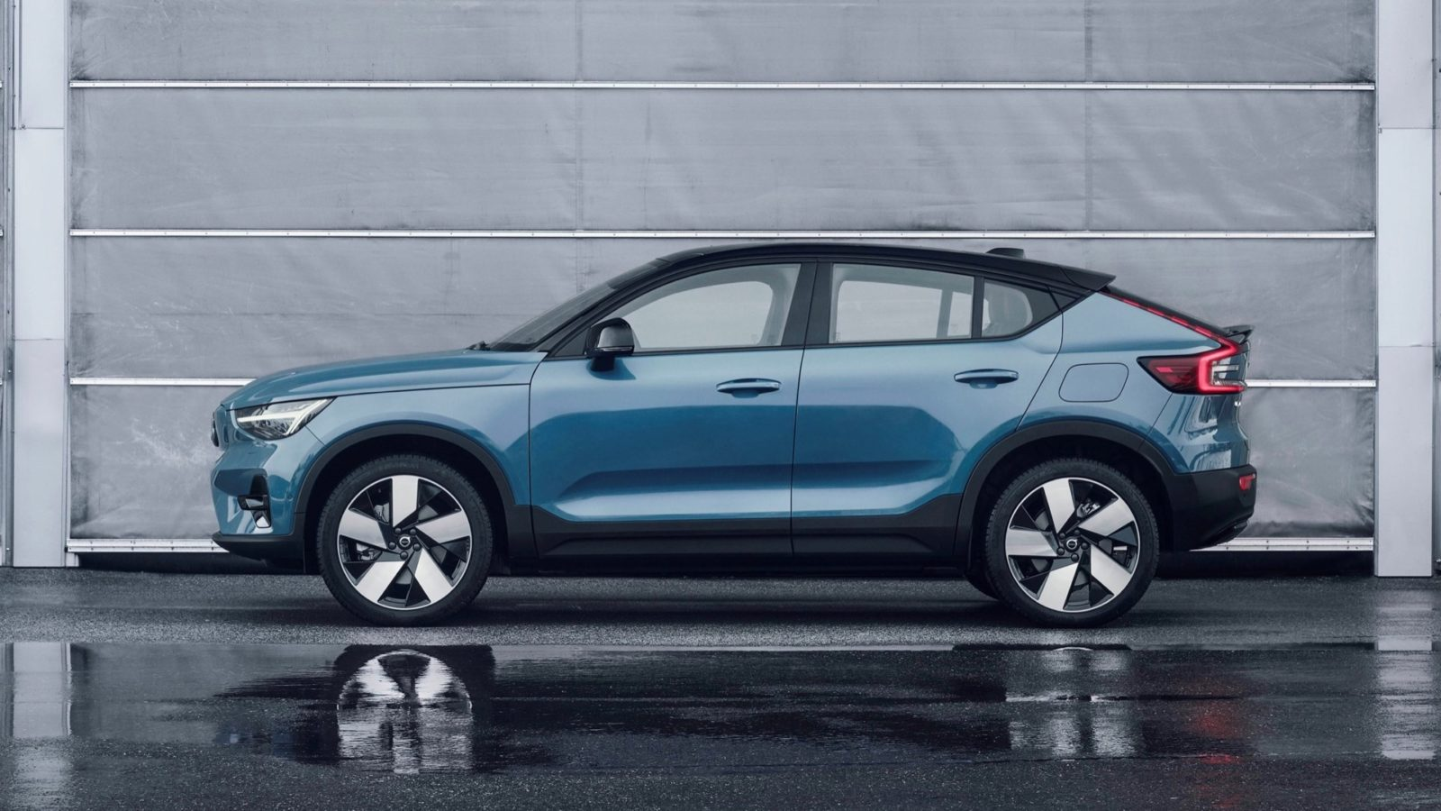 2022-volvo-c40-recharge-debuts-as-automaker's-first-electric-only-model-for-$59,845