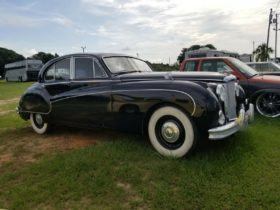 tommy-chong's-1959-jaguar-mark-ix-is-up-for-grabs,-it-could-be-a-bargain