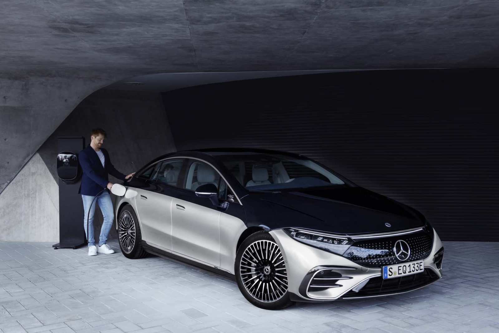 mercedes-benz-to-go-full-electric-by-2030,-including-amg-division