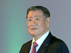 hyundai's-honorary-chairman-inducted-into-automotive-hall-of-fame