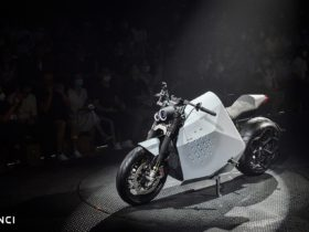 the-davinci-dc100-is-a-two-wheeled-robot-disguised-as-an-electric-motorcycle