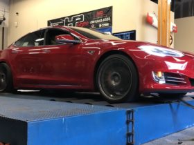 tesla-plaid-jumps-on-the-dyno,-comes-off-undecided-even-with-secret-mode-enabled