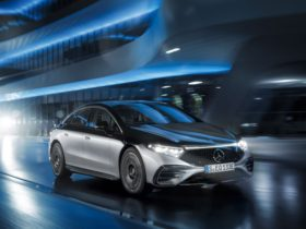 german-mercedes-eqs-gets-full-rear-wheel-steering-as-a-$580-yearly-subscription