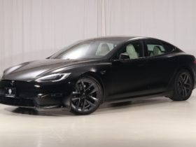 tesla-model-s-plaid-flipping-is-getting-ridiculous