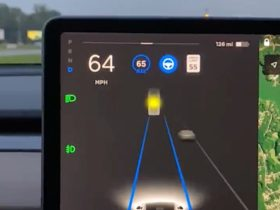 tesla-autopilot-sees-the-moon,-thinks-it's-a-yellow-traffic-light.-cure-is-easy