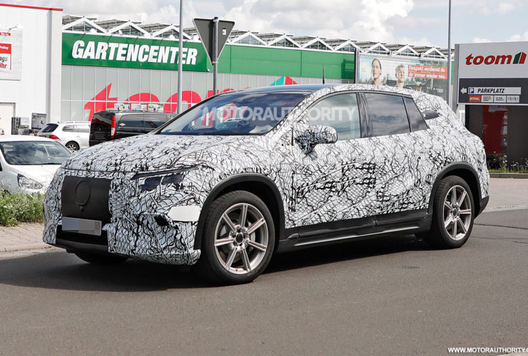 2023-mercedes-benz-eqs-suv-spy-shots:-electric-crossover-to-join-s-class-family