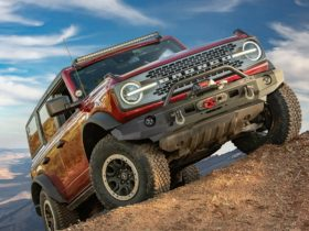 2021-ford-bronco-warn-elite-front-bumper-looks-great,-blocks-front-facing-camera
