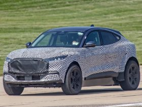 new-lincoln-ev-spied-flaunting-2021-ford-mustang-mach-e-body-panels