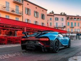 you-can-actually-drive-the-bugatti-chiron-this-summer,-but-there's-a-catch