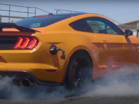 shelby-gt500-drag-races-bmw-m4-competition-in-1,263-hp-battle