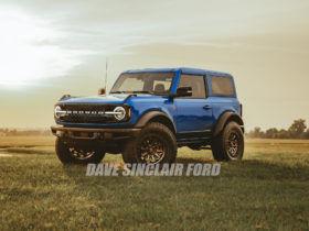 dealer-paints-2021-ford-bronco-mic-hardtop-in-velocity-blue,-looks-amazing