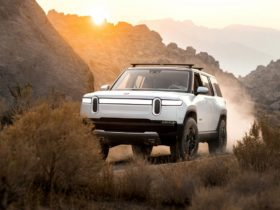 rivian-r1s-electric-suv-heads-to-moab-for-off-road-testing