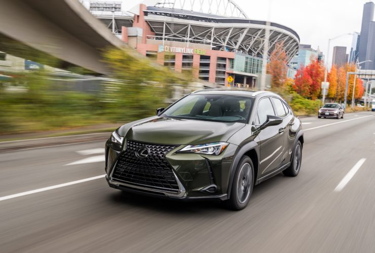 lexus-updates-ux-small-crossover-with-new-paint-colors-for-the-2022-my