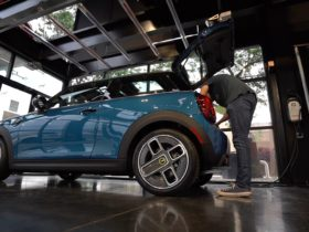 watch-tfl-road-trip-a-brand-new-mini-cooper-se-from-new-mexico-to-colorado