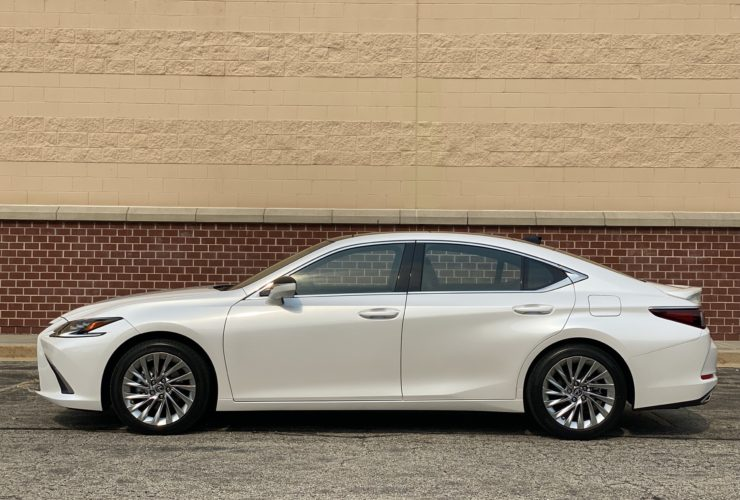 first-drive:-2022-lexus-es-350-settles-into-middle-life-cycle-age