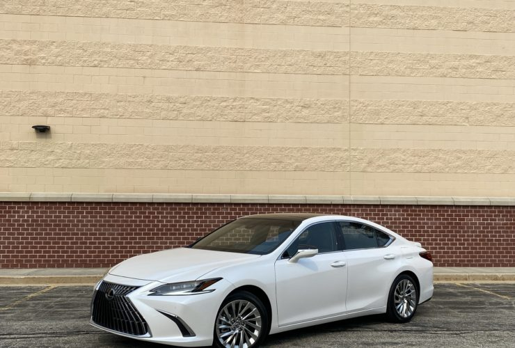 2022-lexus-es-tested,-vw-id.5-teased,-tesla-capitulates:-what's-new-@-the-car-connection