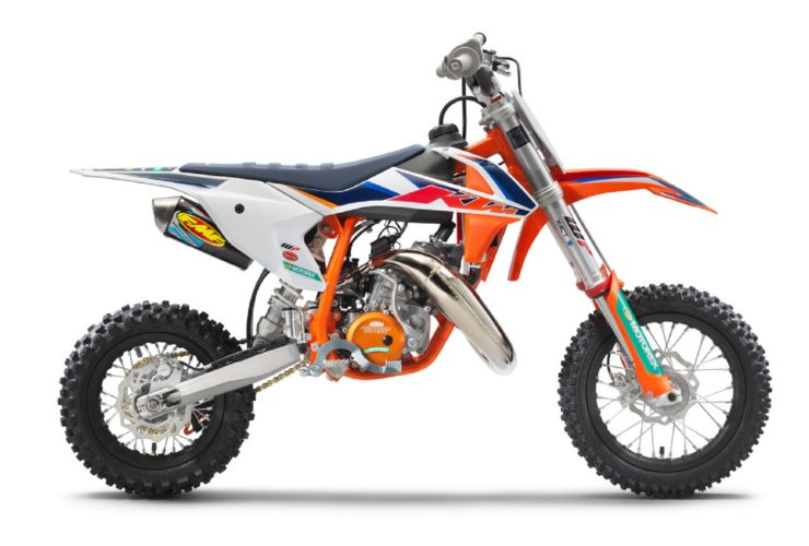 2022-ktm-50-sx-factory-edition-is-all-about-racing,-designed-for-young-riders