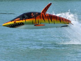 seabreacher-turns-humans-into-supercharged-mechanical-dolphins-and-sharks