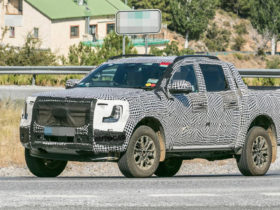 ford-rolls-out-a-rechargeable-version-of-the-new-generation-ranger-pickup-truck-for-tests
