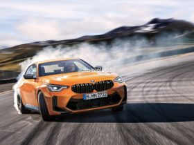2023-bmw-m2-to-give-its-electric-brother-a-run-for-its-money