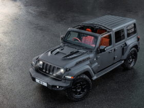 black-hawk-is-a-kahn-tuned-jeep-wrangler-jl-with-a-military-attitude-for-sale