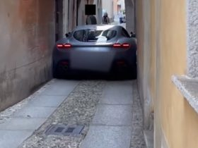ferrari-roma-driver-discovers-not-all-roads-lead-to-rome,-gets-stuck
