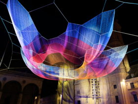 mercedes-benz-puts-shape-changing-floating-art-on-the-munich's-night-sky