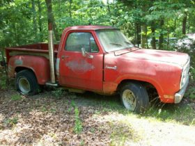 dodge-li'l-red-express-was-left-to-rot-in-the-woods,-hides-a-surprise-under-the-hood