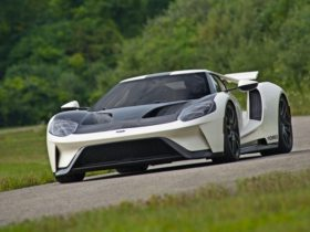 ford-gt-heritage-edition-pays-homage-to-1964-prototype-of-le-mans-winners
