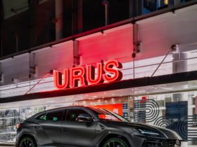 milestone-lamborghini-urus-meets-its-owner-in-london,-goes-for-a-night-drive
