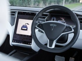 us-road-safety-authorities-probe-tesla-autopilot-after-spate-of-crashes
