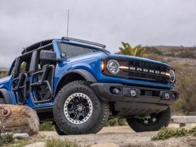 surf's-up:-ford-previews-beach-inspired-bronco-accessories-with-riptide-concept