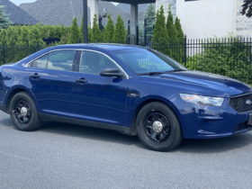 decommissioned-ford-police-interceptor-sedan-up-for-grabs:-pull-over-and-check-it-out