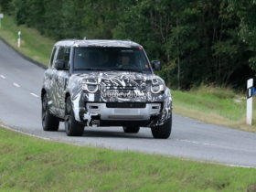 2023-land-rover-defender-130-spied-for-the-first-time