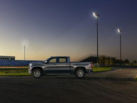 2022-gmc-sierra-and-chevrolet-silverado-will-get-buckle-to-drive-safety-feature