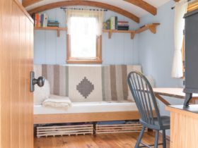 """gute-""""classic""""-shepherd's-hut-is-affordable-mobile-living-sanctuary-for-the-wild"""