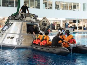 crew-dragon-3-astronauts-play-around-in-a-pool-in-water-survival-training