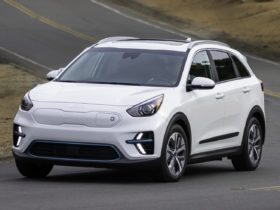logically,-2022-kia-niro-ev-also-gets-new-badge,-along-with-larger-infotainment
